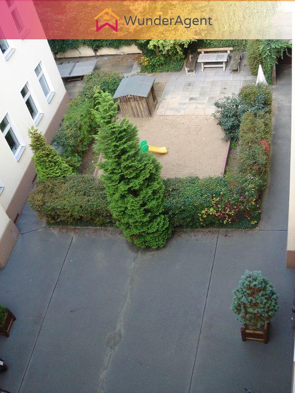 Cover small innenhof