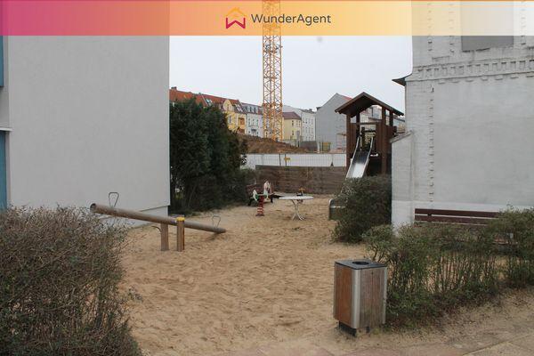 Cover small spielplatz